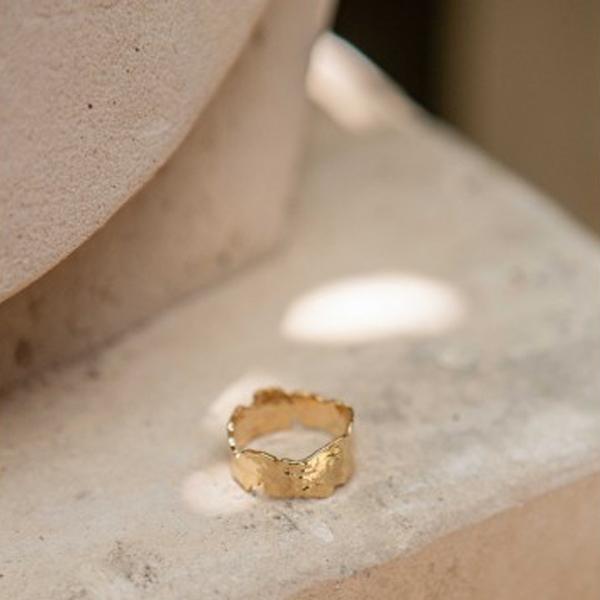 JUPA GOLD TEXTURED RING
