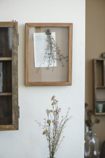 DISPLAY FRAME MADE WITH RECLAIMED WOOD