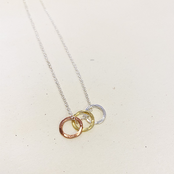 VIC-10 THREE RING NECKLACE SILVER,GOLD,ROSE GOLD
