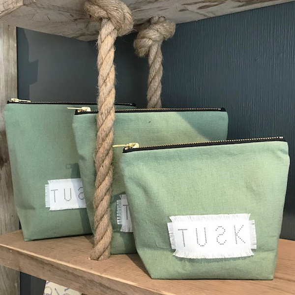 MAKE UP BAG SAGE GREEN LINEN/COTTON {was £26-£30}