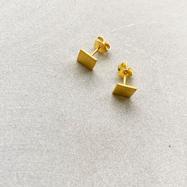 TINY BRUSHED GOLD SQUARE STUD EARRINGS