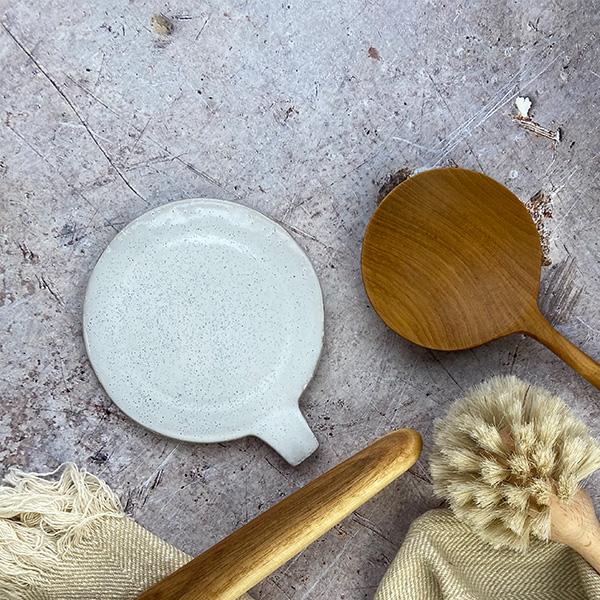 EVELYSE WHITE TERRACOTTA SPOON REST/PLATE