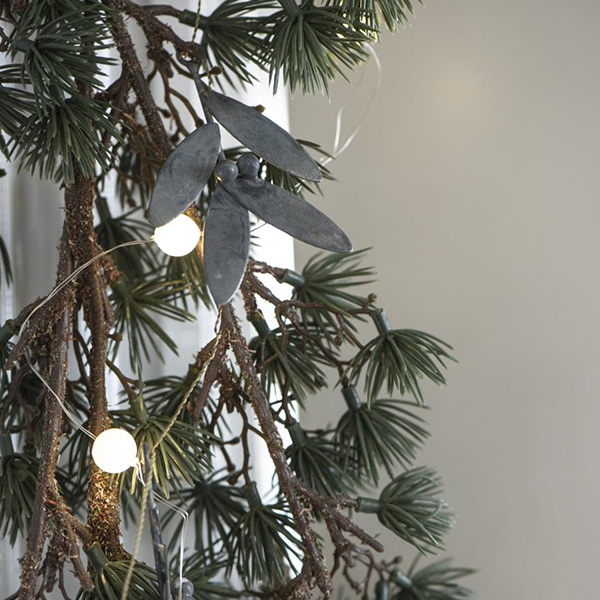 STRING WITH 10 MISTLETOE SPRIGS FOR HANGING