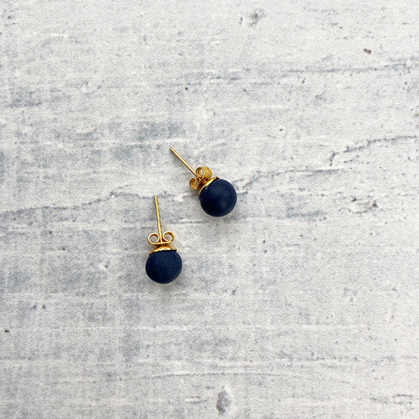 COCOA & GOLD NAVY STUD EARRINGS
