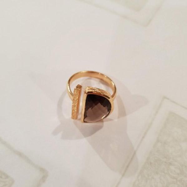 JUPIA RING GOLD AND LABRADORITE