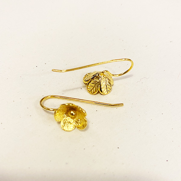 DT71 GOLD DROP FLOWER EARRINGS