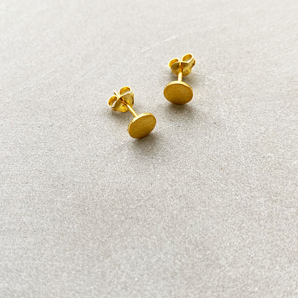 TINY BRUSHED GOLD CIRCLE STUD EARRINGS