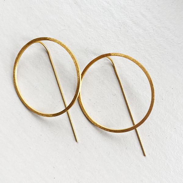 GOLD CIRCLE FEEDER EARRINGS