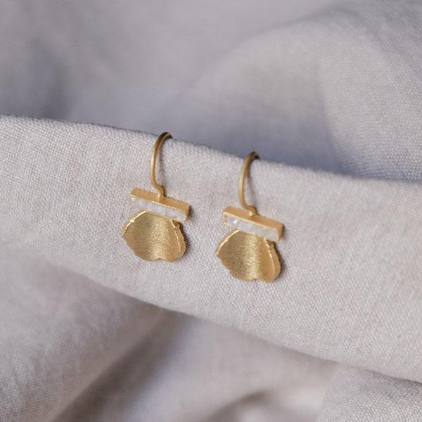 ANDRIAKA GOLD DROP EARRINGS