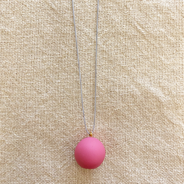 COCOA & GOLD SINGLE BALL NECKLACE PINK