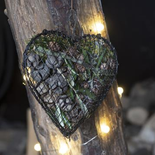 HANGING METAL HEART WITH OPENING