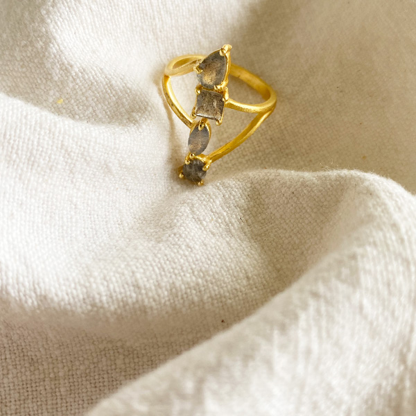 SOJI LABRADORITE & GOLD RING