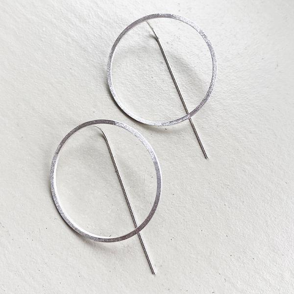 SILVER CIRCLE FEEDER EARRINGS