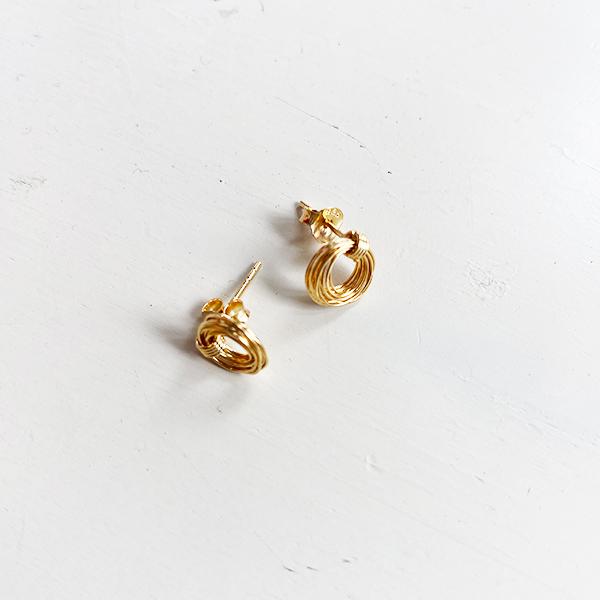 LOOPED GOLD STUD EARRINGS