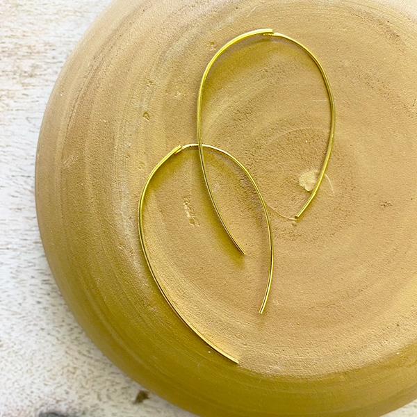 GOLD LOOP BRUSHED EARRINGS