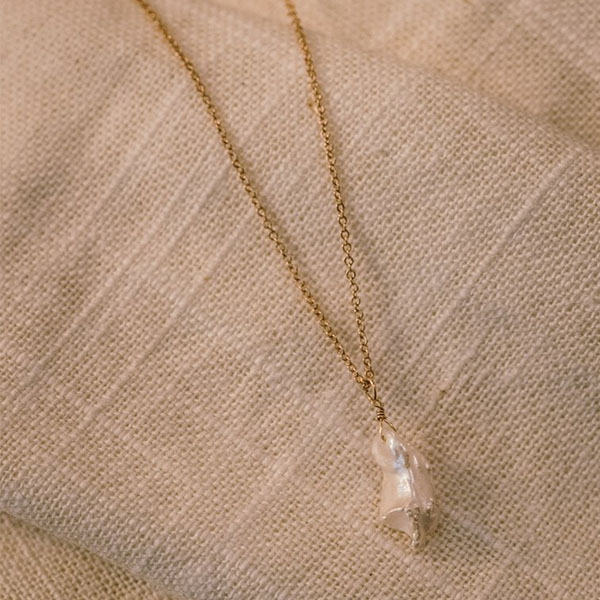 JALITI PEARL & GOLD NECKLACE