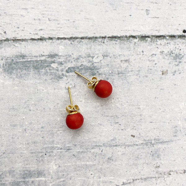 COCOA & GOLD RED STUD EARRINGS