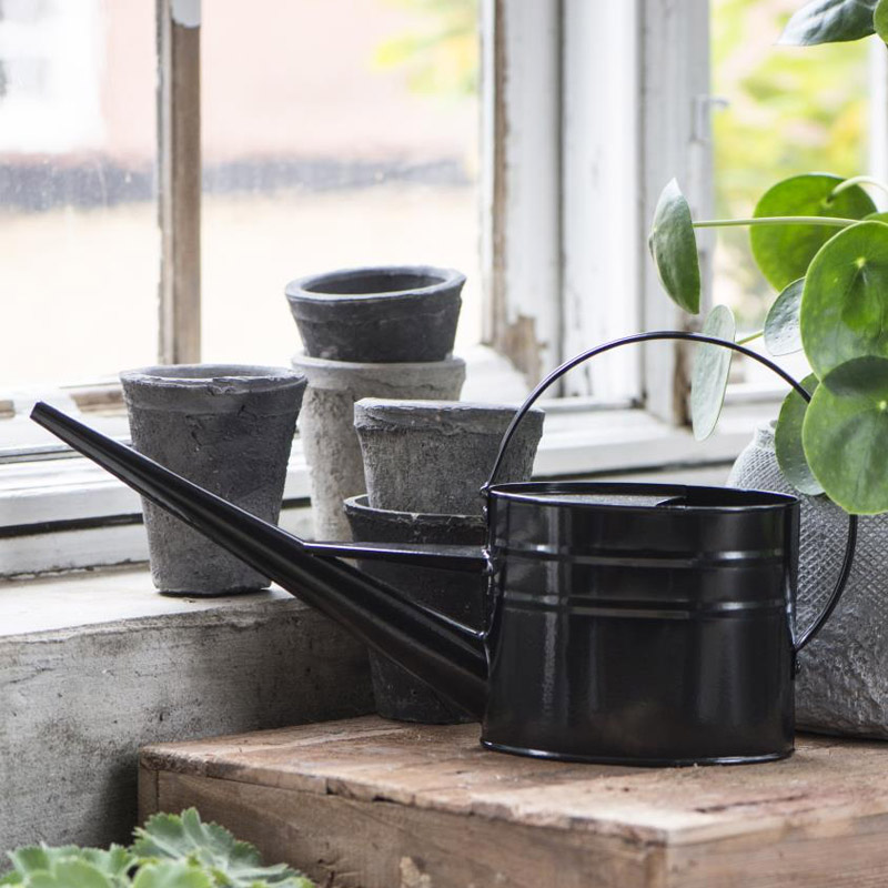 BLACK WATERING CAN 1.4 LTR