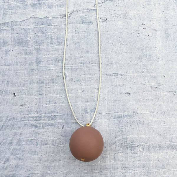 COCOA & GOLD SINGLE BALL NECKLACE MILK CHOCOLATE
