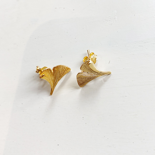 GOLD GINGKO STUD EARRINGS