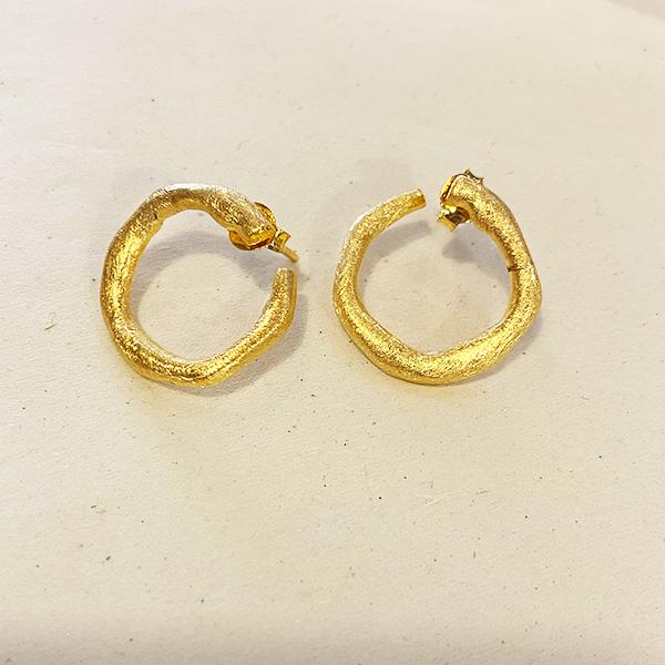 VE61 GM GOLD TEXTURED HOOP AROUND EARRINGS