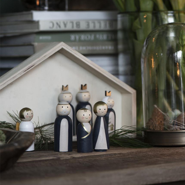 WOODEN NATIVITY SET WITH PAINTED CHARACTERS