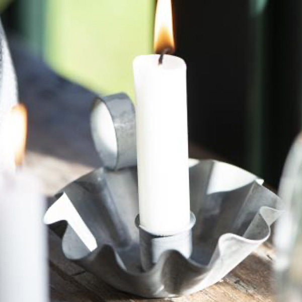 METAL WAVY CANDLE HOLDER FOR DINNER CANDLE