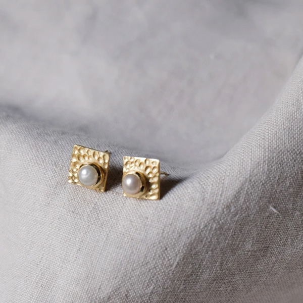 MOHANNA GOLD AND STUD EARRINGS