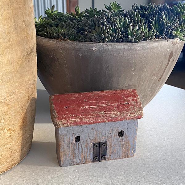 RUSTIC WOODEN HOUSE DECORATION DESIGN 4