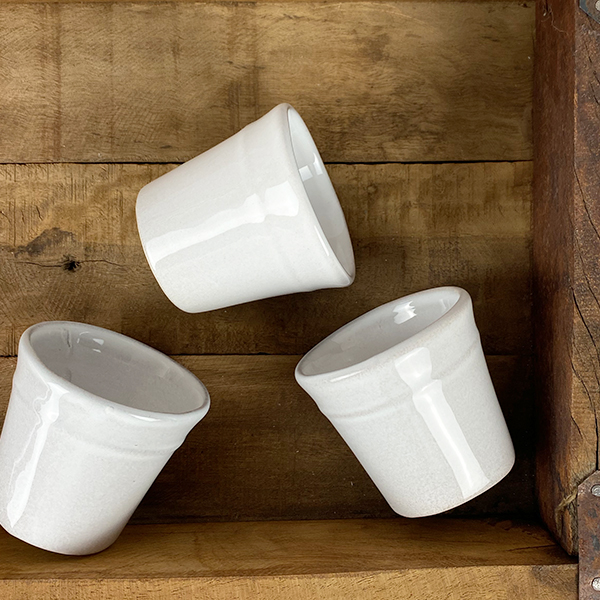 WHITE TERRACOTTA ESPRESSO CUP WITH RELIEF LINE