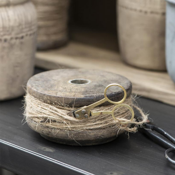 WOODEN SPOOL WITH JUTE AND SCISSORS