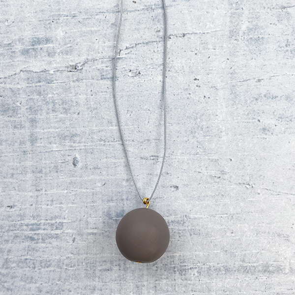 COCOA & GOLD SINGLE BALL NECKLACE GREY
