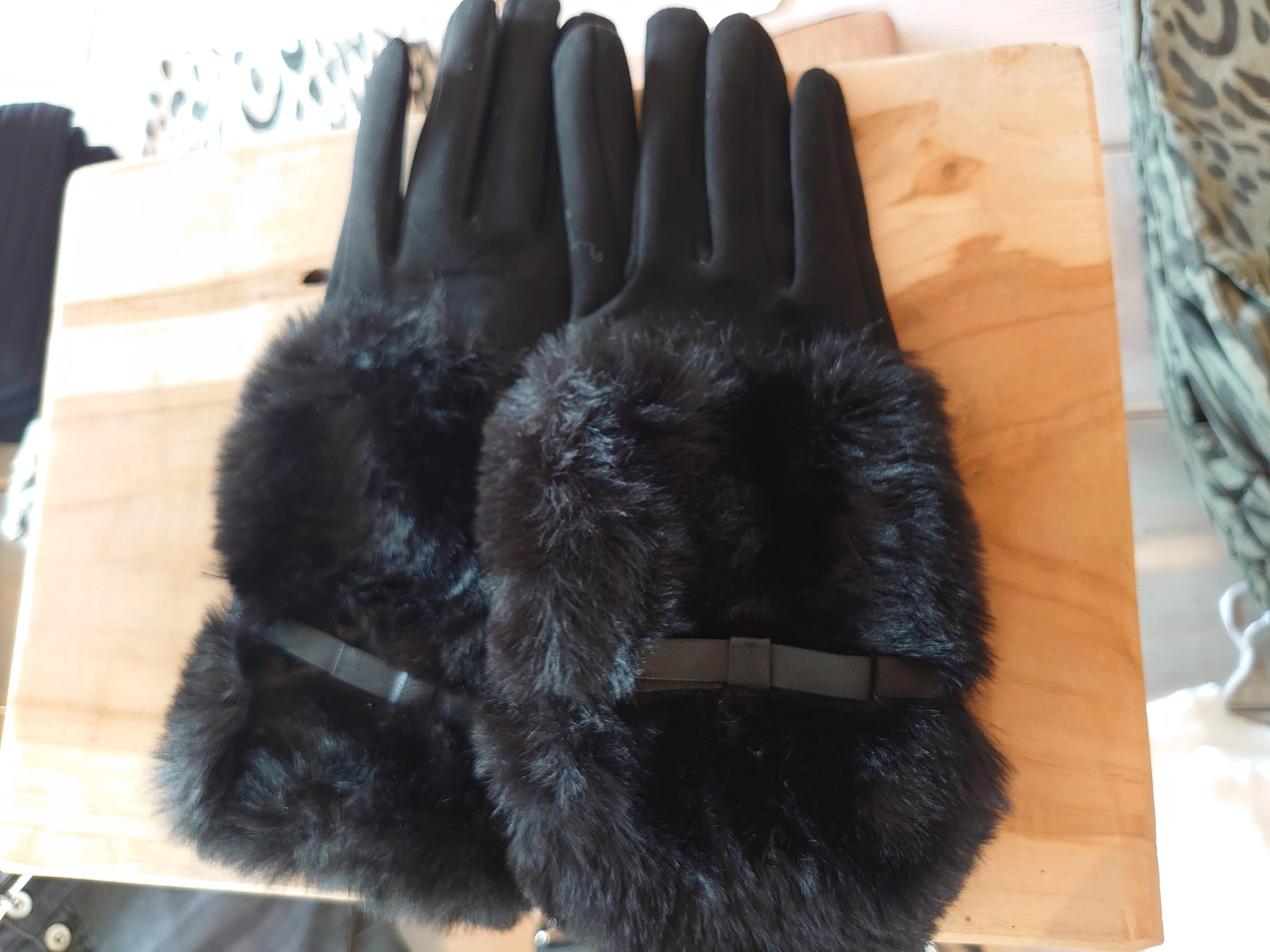Handske med fake päls