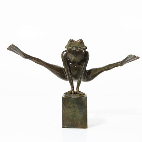 Look at my legs - Sculpture of patinated bronze