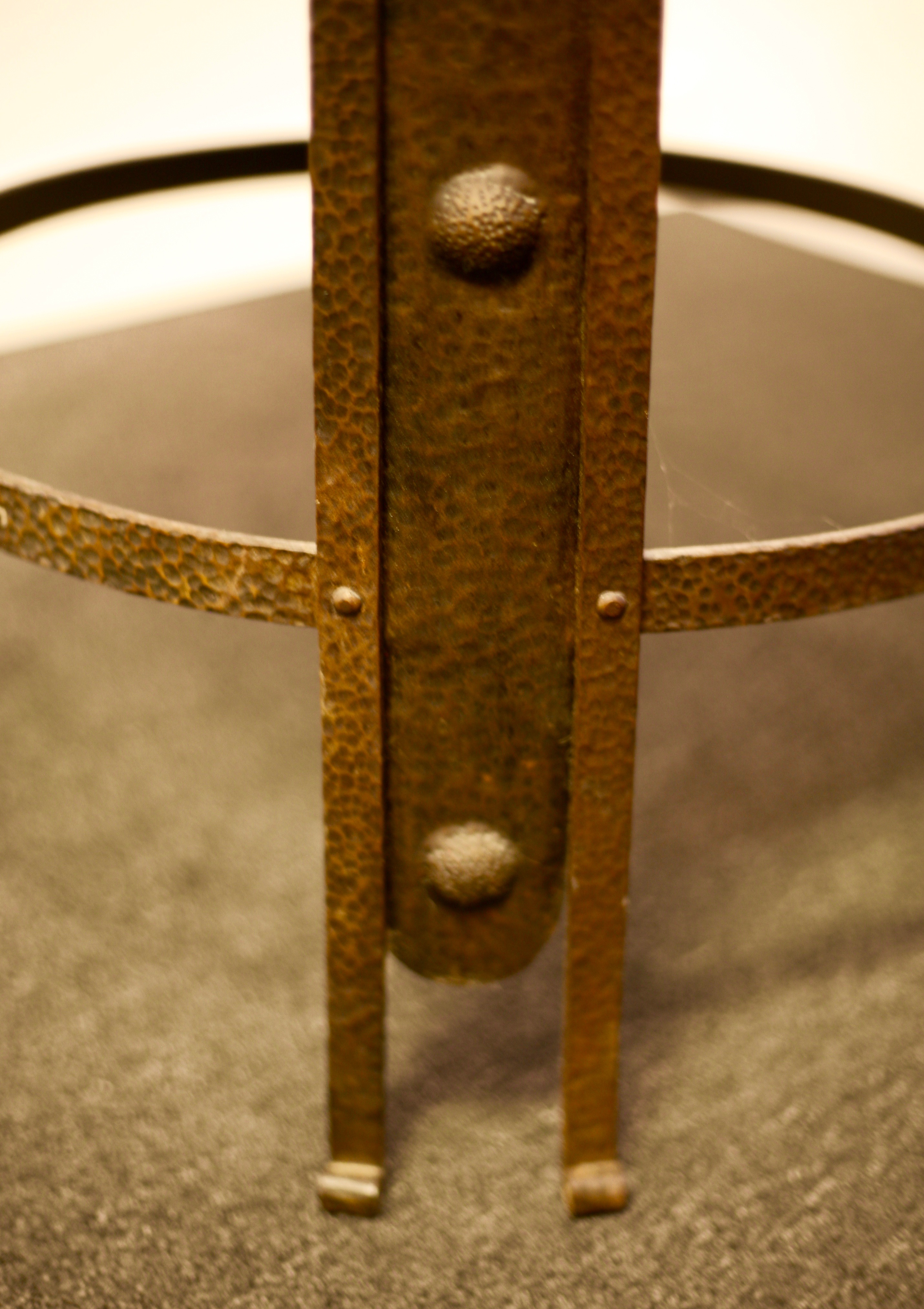 Iron jugend smoking table