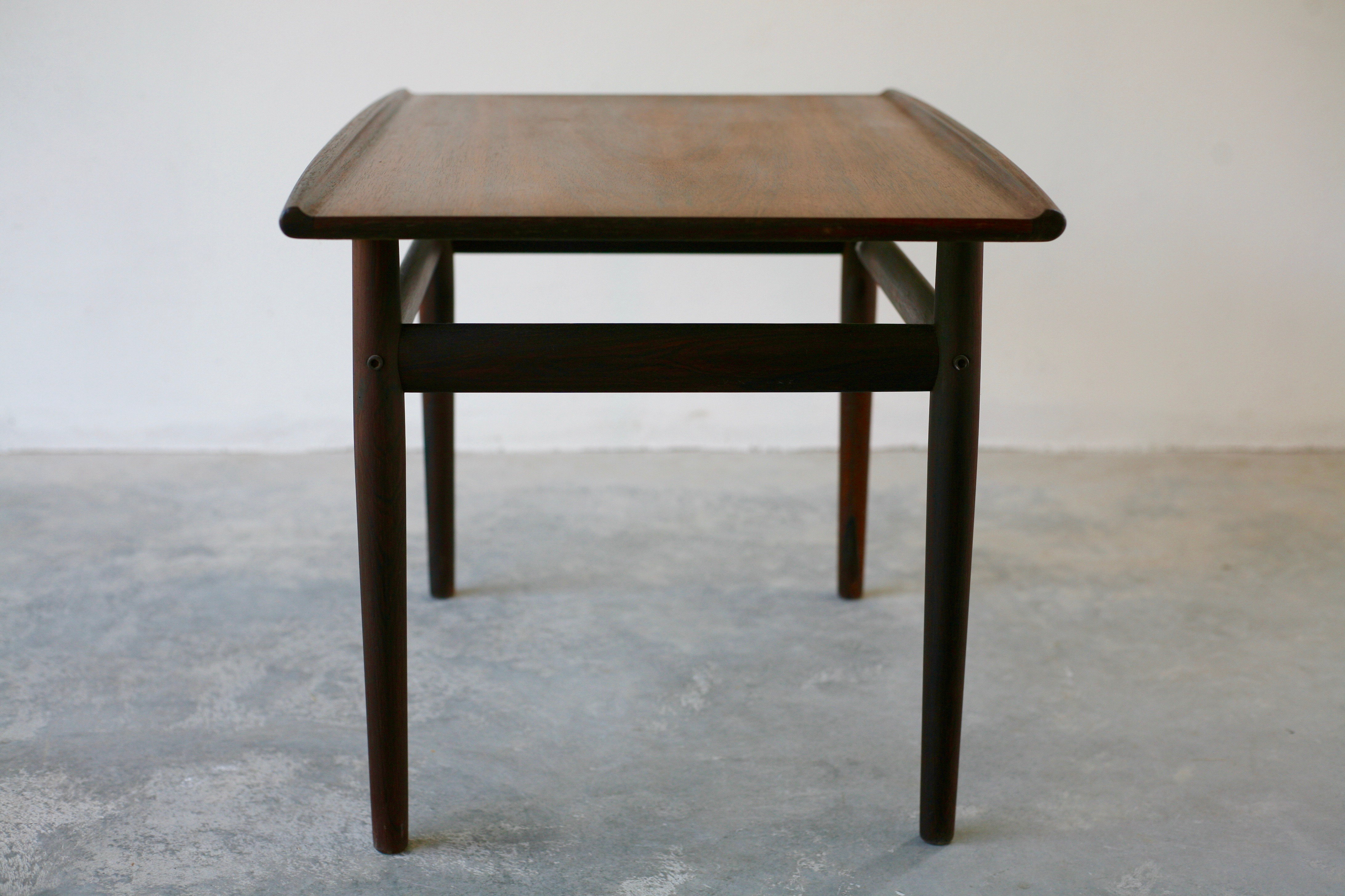 Small sidetable by Grete Jalk for Glostrup