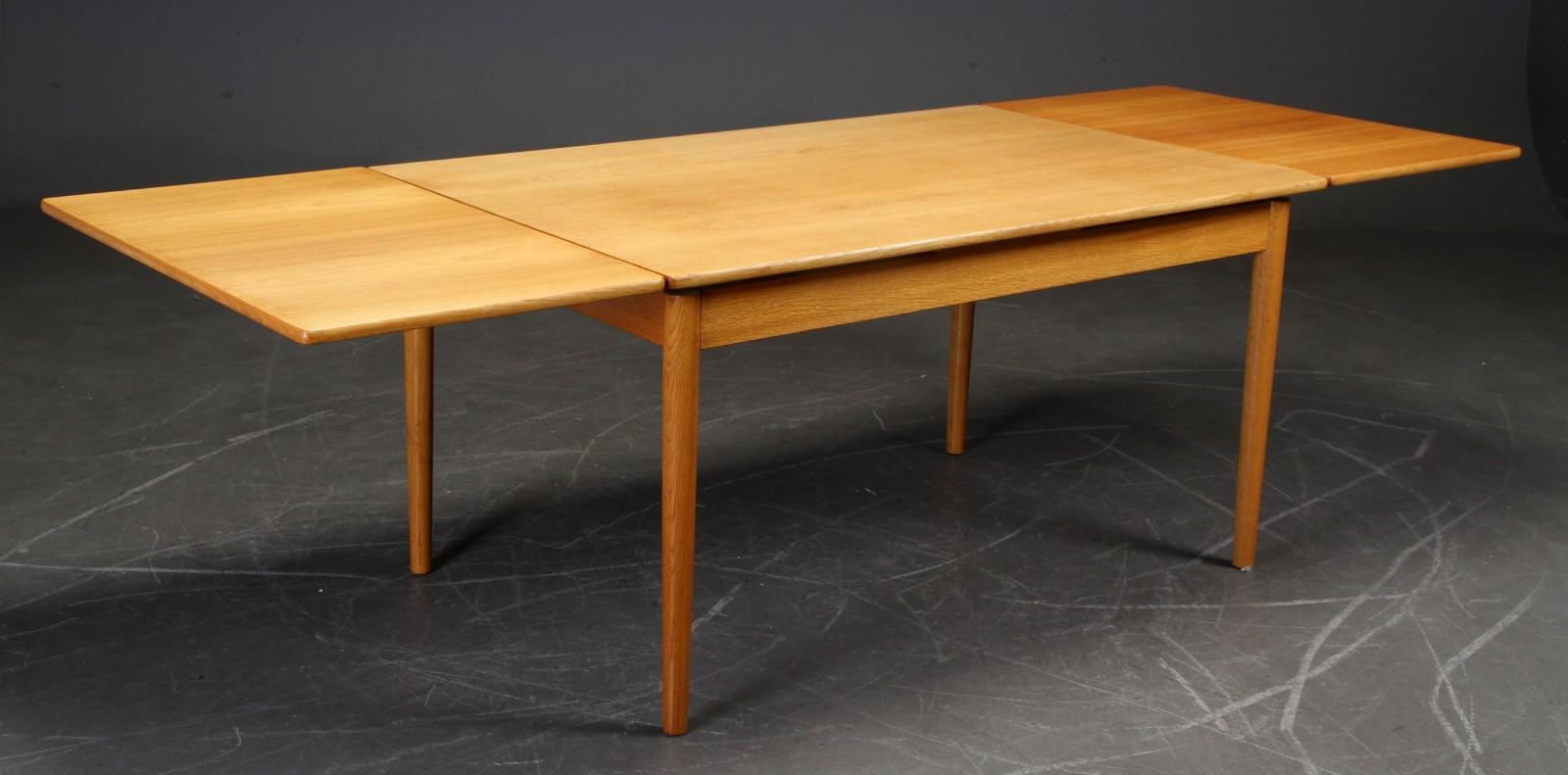 Hans Wegner - Oak dining table model AT-316