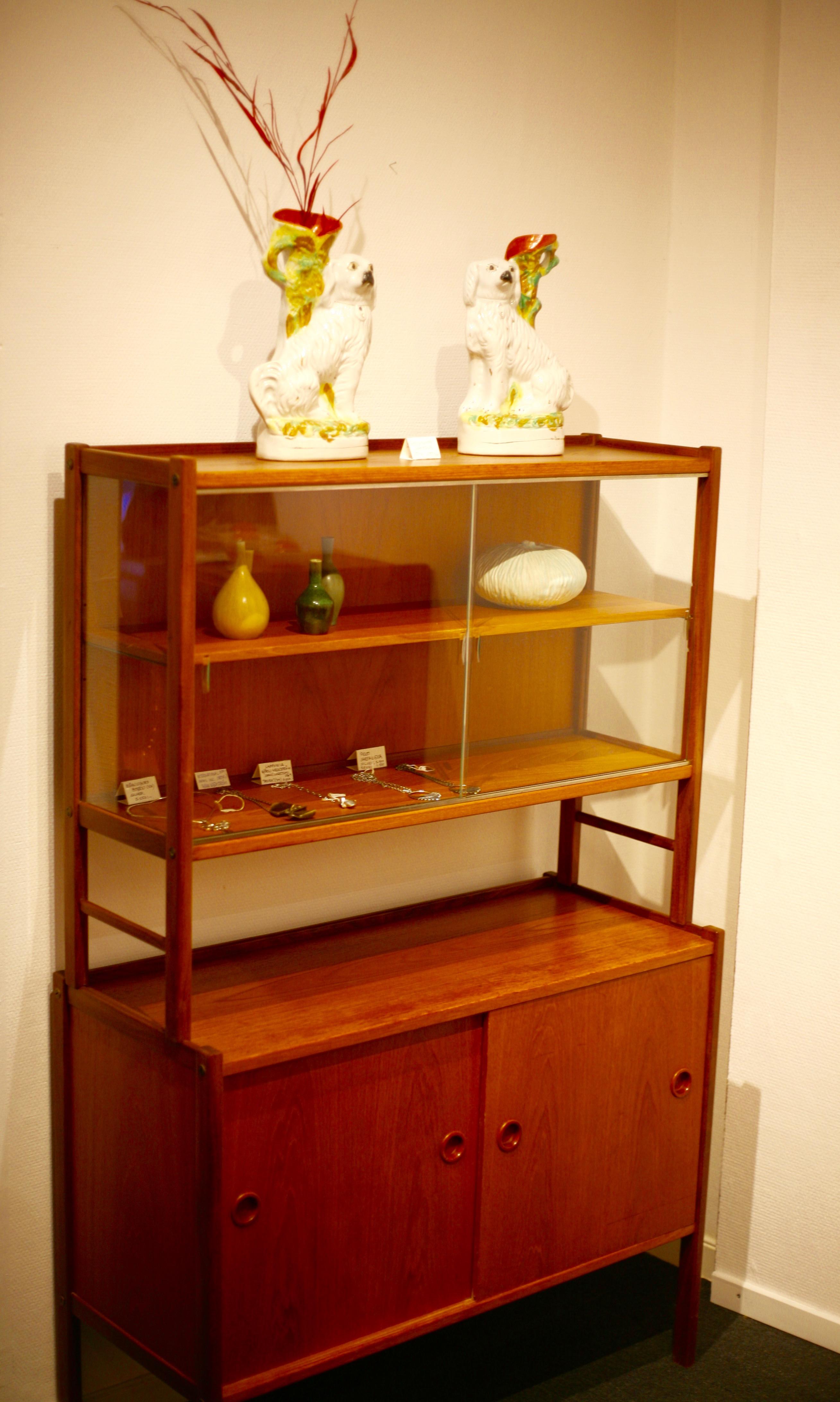 Vitrine cupboard