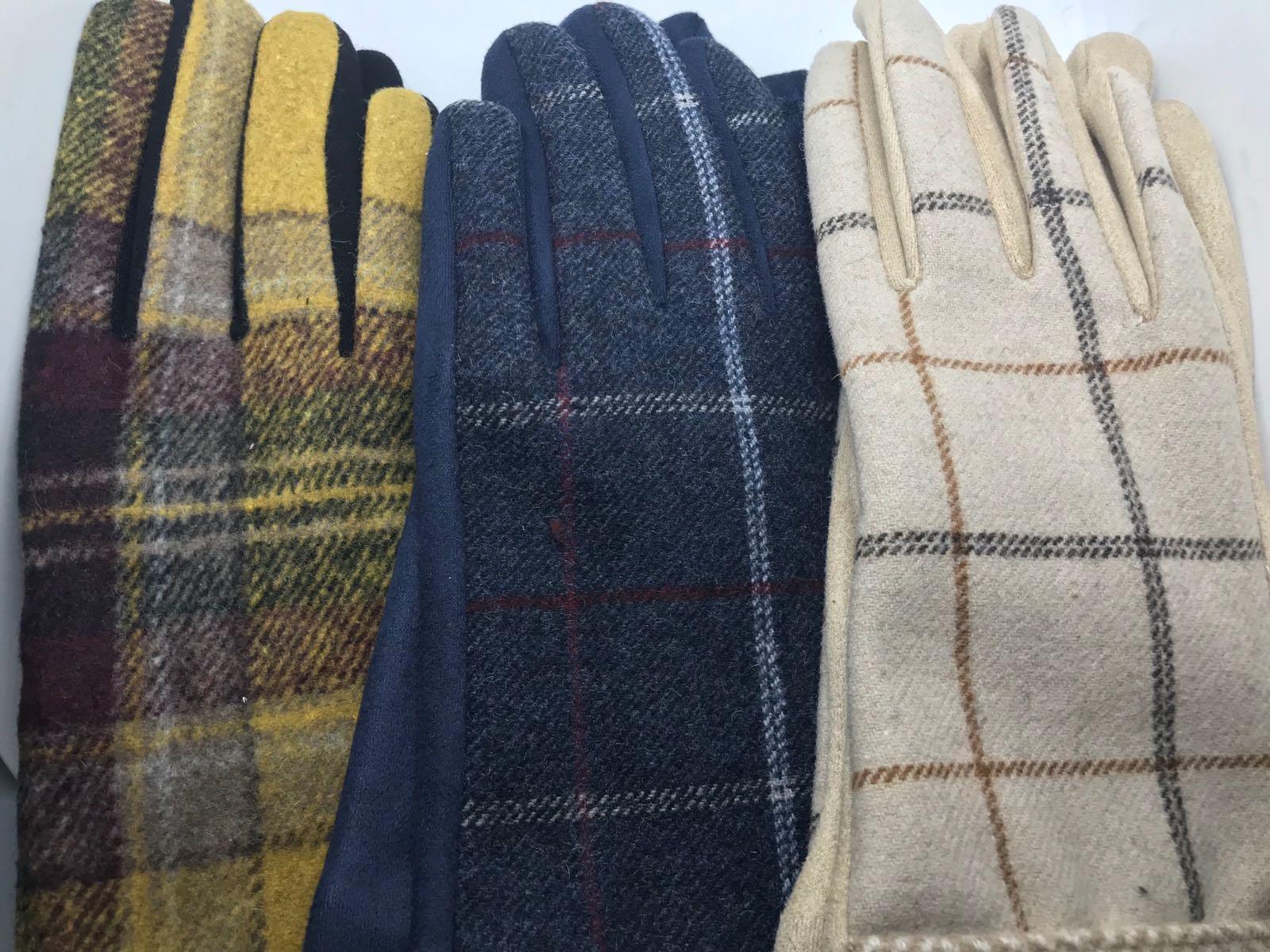 Msh check patterned gloves