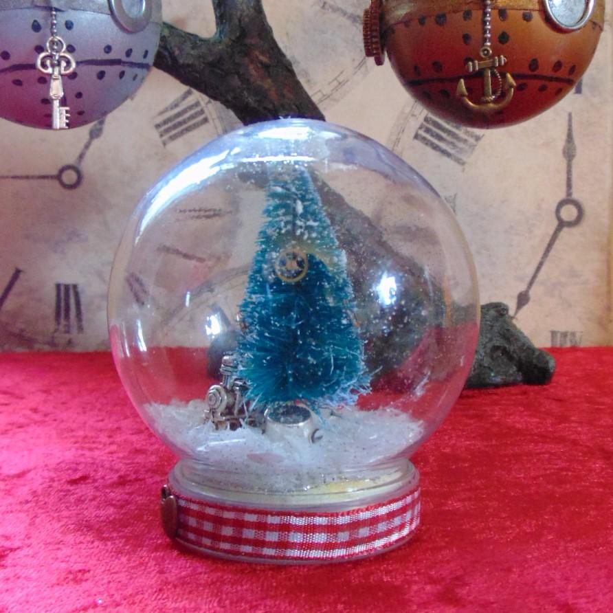 Christmas Snowy Globe - Silver Steam Train & Top Hat Charms Design