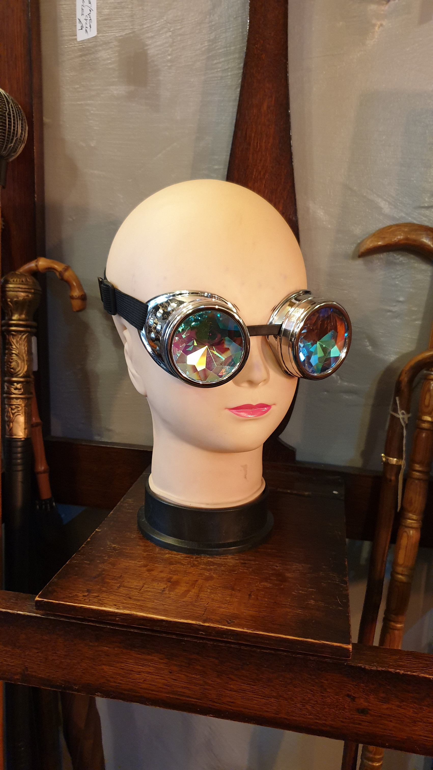 Goggles with kaleidoscope lenses