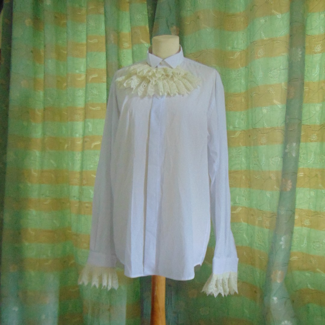 Men's Shirt - Wing Collar White Shirt with Cream Lace Cuffs & Front, 16.5 Collar