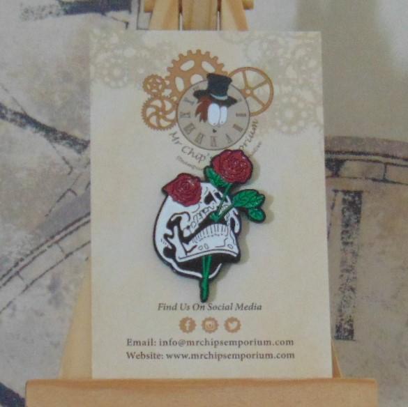 Pin Badge - Skull & Red Roses