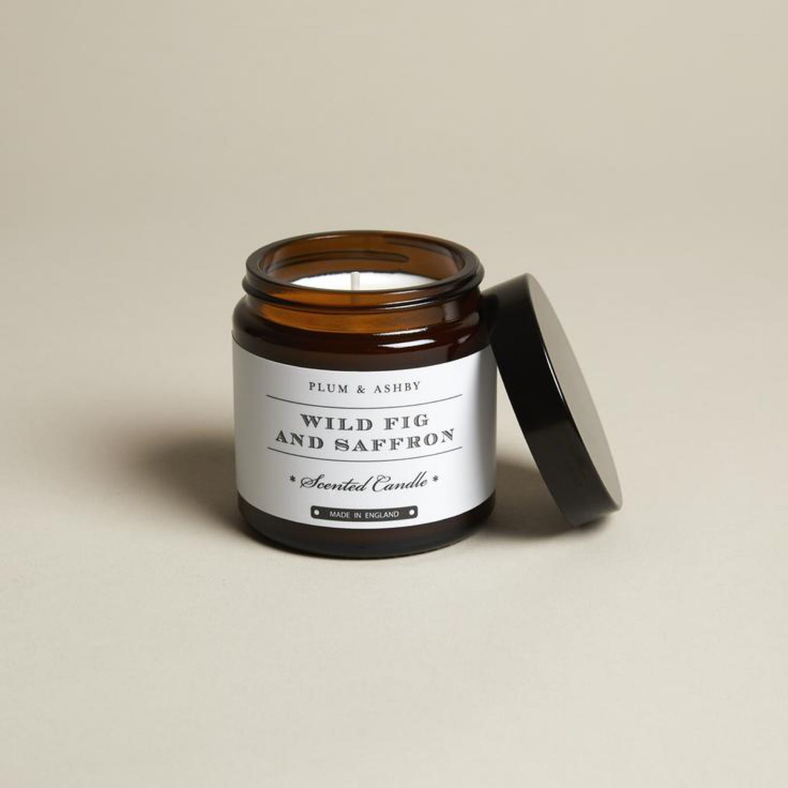 Plum & Ashby Wild Fig & Samphire Fragranced Candle in a Jar made with 100% natural plant wax offers 20 hours Burn time.