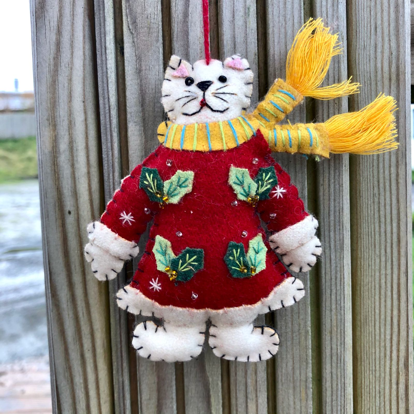 Xmas: Felted Cat in Red Dress