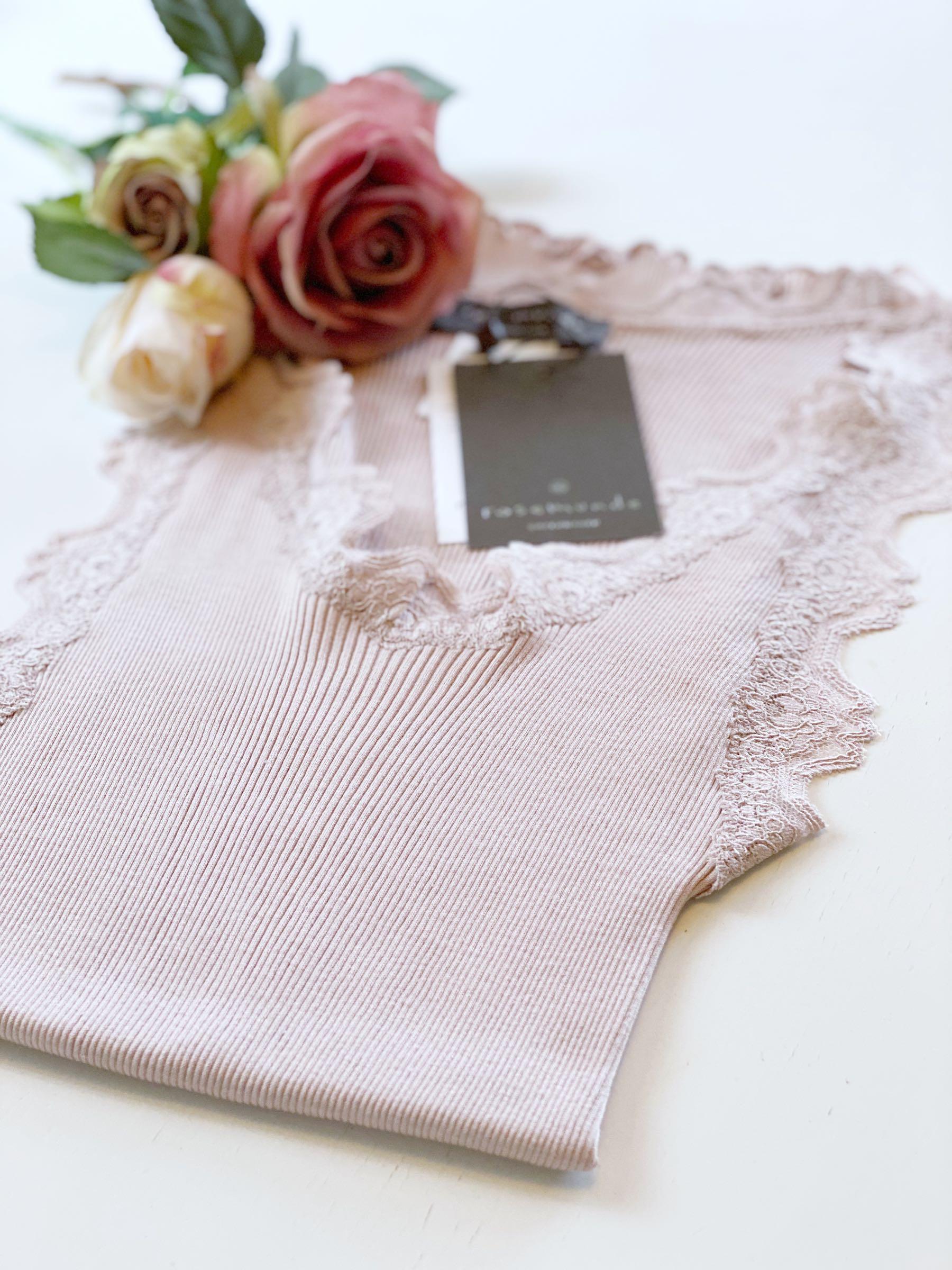 Rosemunde, linne med spets - vintage powder