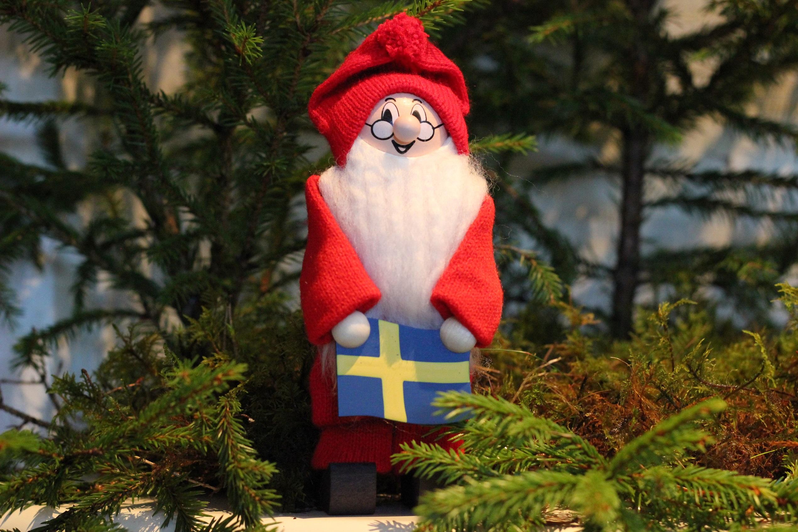Tomte med Sverigeflagga