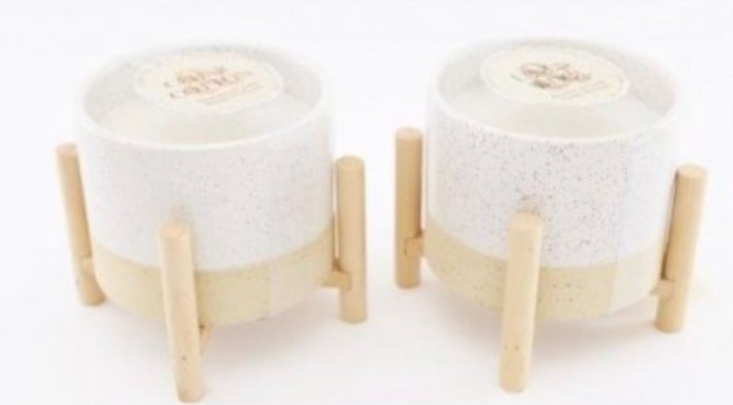Natural interior candle on stand
