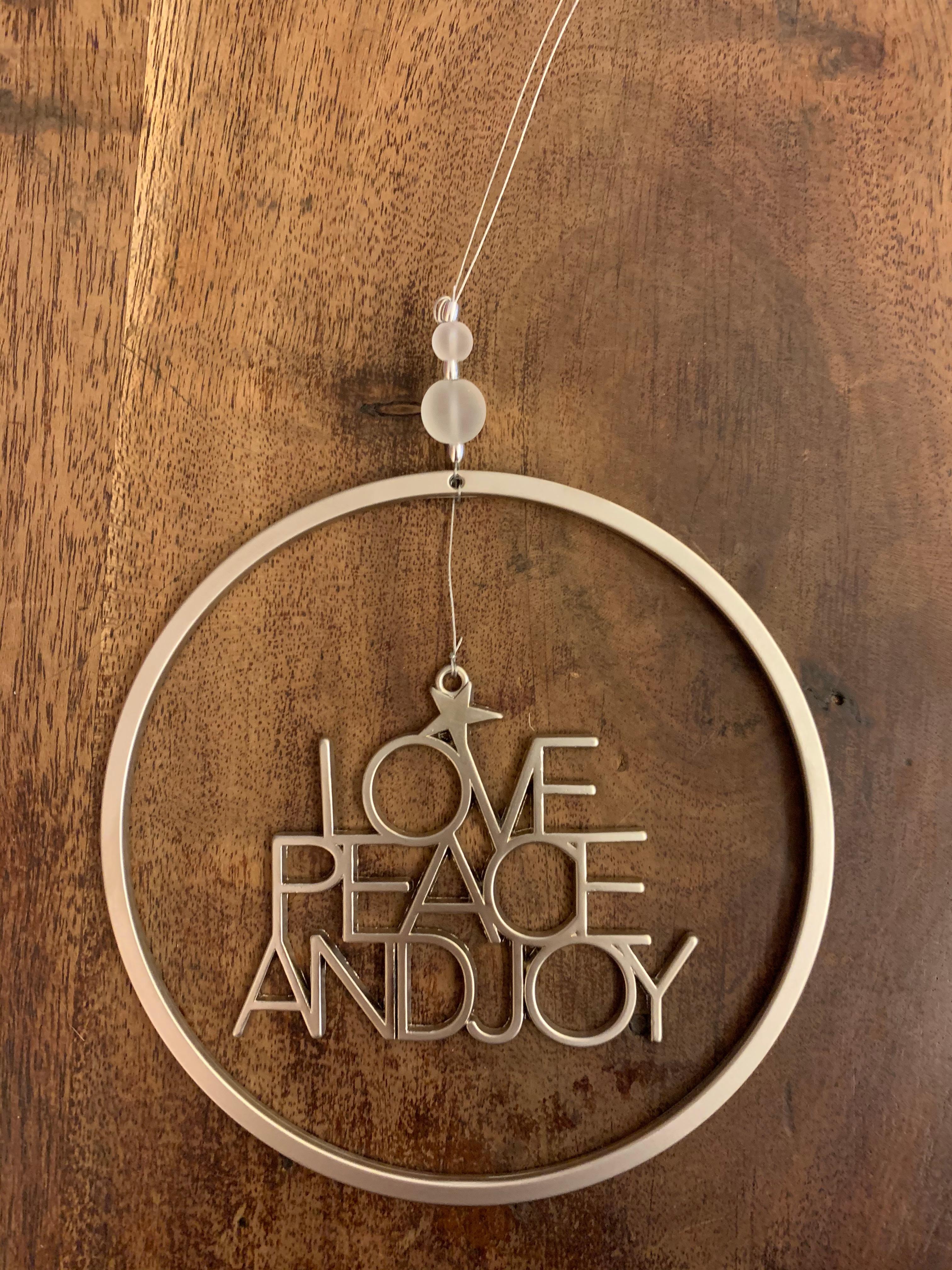 Hänge Love Peace and Joy