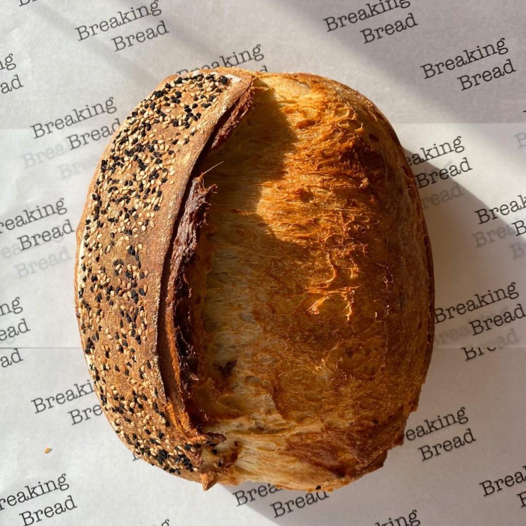 Breaking Bread Cheddar & Nigella Sesame Seed Sourdough (450g)